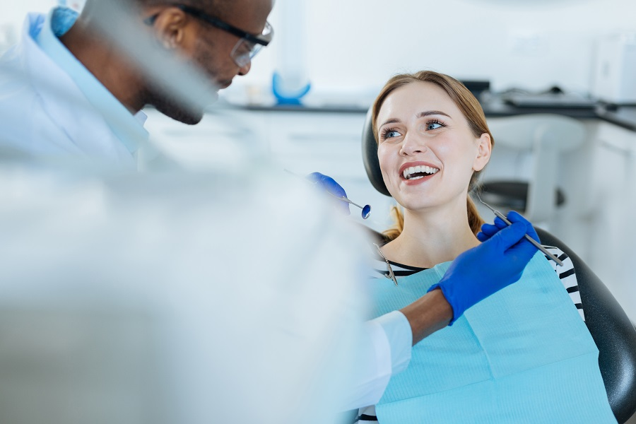 A Newport Beach Dentist Can Discuss These Common Oral Health Problems